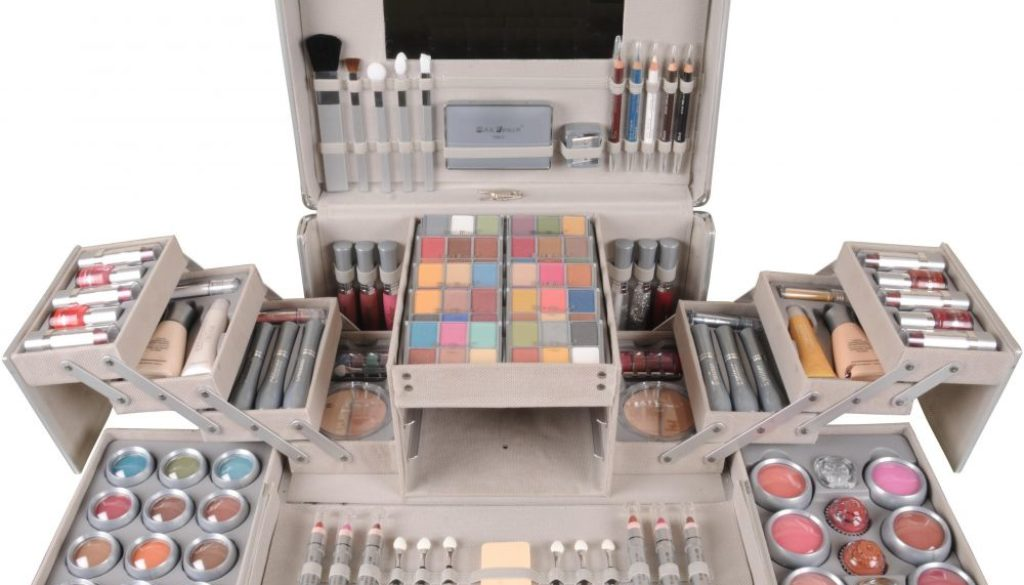 Bride Essentials- 20 things to be kept in Vanity Box